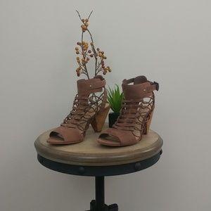 Vince Camuto Heel. D60